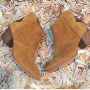 Marc Fisher Stefani suede western booties 10